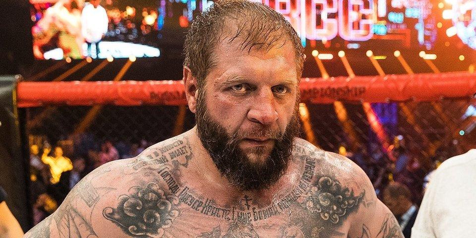 «Я тебе покажу, как себя вести в ринге». Кадыров пробил Александру Емельяненко лоу-кик (видео)