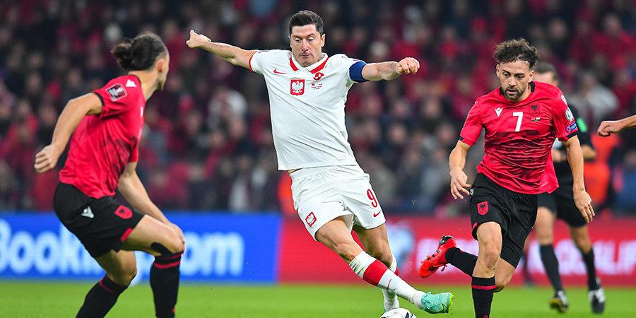 Сборная Польши победила Албанию в матче отбора к ЧМ-2022. Встреча прерывалась на 20 минут