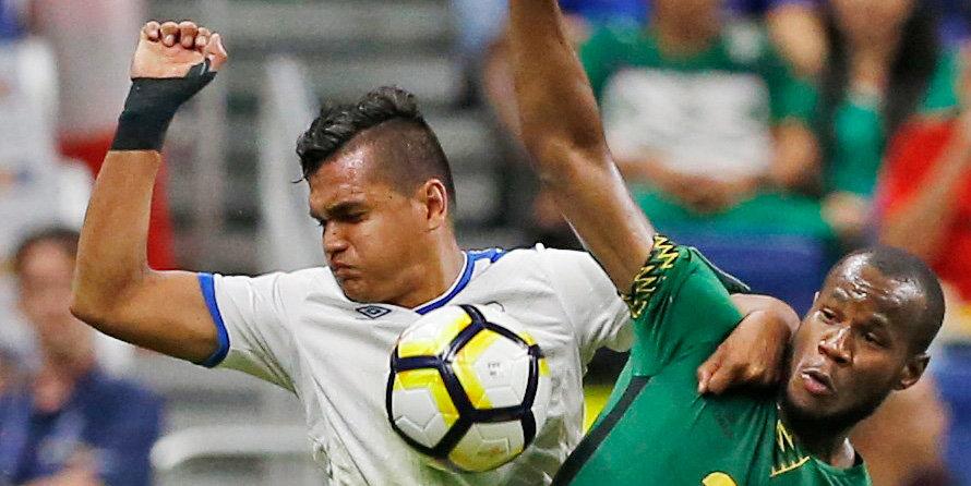 Футболисты сборной Сальвадора дисквалифицированы за «финт» Луиса Суареса