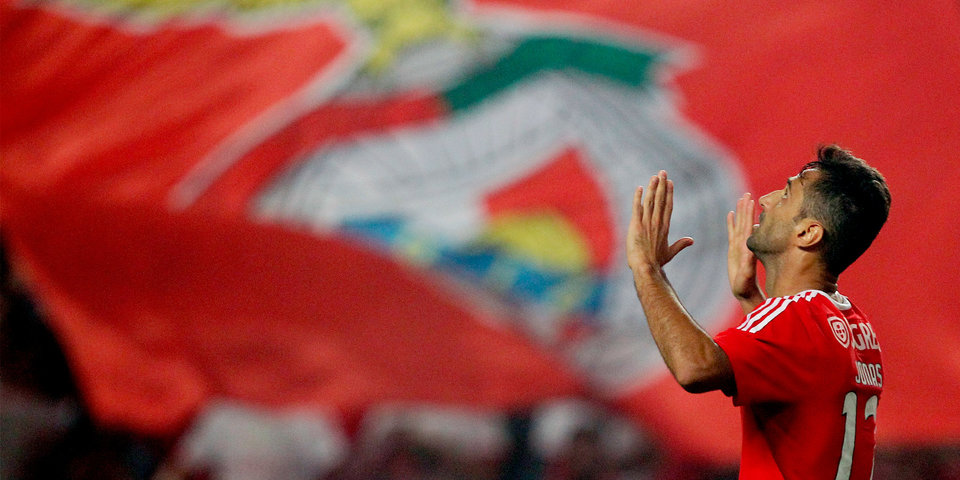 «Бенфика» разгромила «Динамо» и вышла в четвертьфинал Лиги Европы