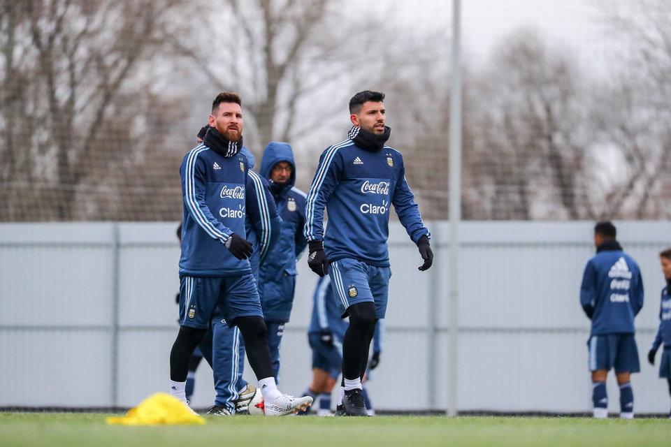 Сборная Аргентины провела утреннюю тренировку в Москве без Месси