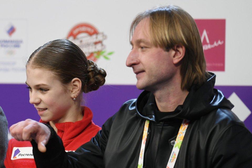 «Ты никому не проиграла!» Плющенко заявил, что Трусова выступала на уколах на ЧР
