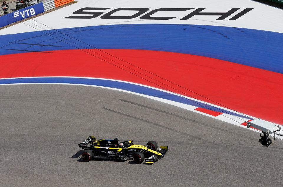 «Формула-1» опубликовала обновленный календарь без флага России, в «Росгонках» отреагировали на ситуацию