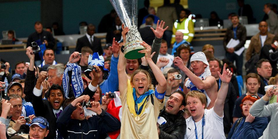 Анатолий Тимощук: «Перед финалом в Манчестере ночью пришлось выбегать на улицу в одеялах»
