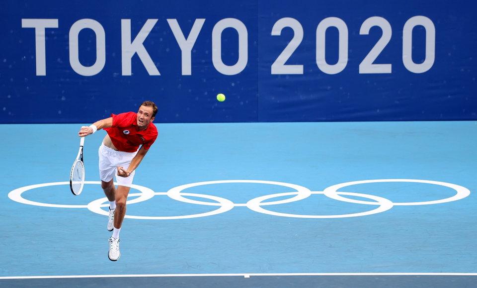 Медведев справился с Фоньини и вышел в четвертьфинал ОИ