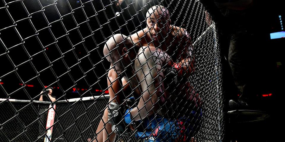 Кормье задушил Льюиса и защитил титул чемпиона UFC в тяжелом весе. Смотри, как это было