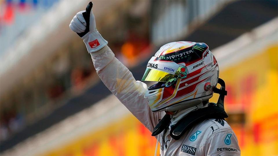 Хэмилтон — быстрейший в первый день тестов в Барселоне