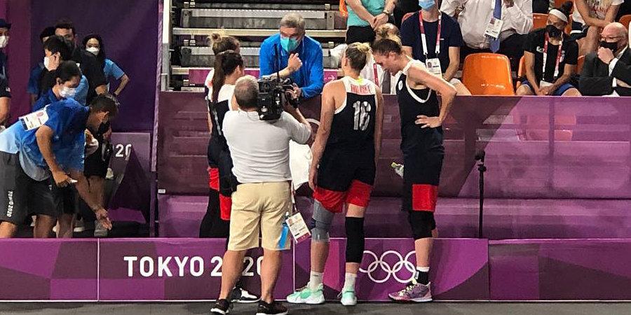 Президент МОК пообщался с баскетболистками сборной России после финала