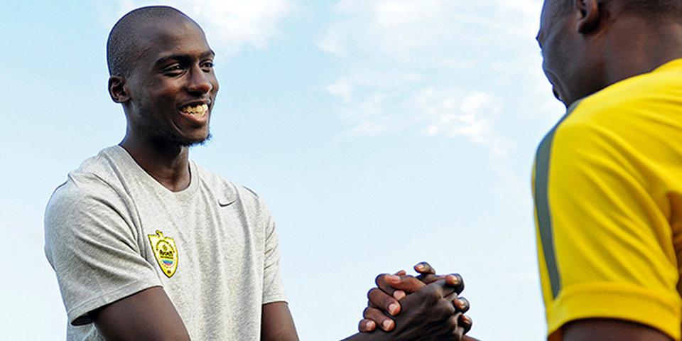 «Анжи» запрещено регистрировать новых футболистов из-за Ямбере