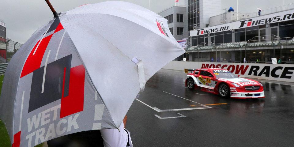 20 фото, которые докажут, что гонки в дождь — это эффектно