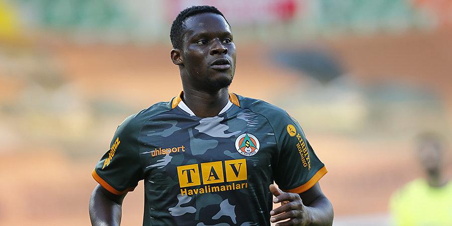 Футболист «Сассуоло» Бабакар потерял сознание на тренировке из-за сердечного спазма