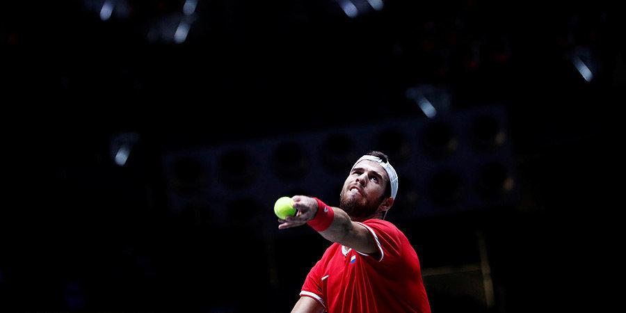 Хачанов победил Чон Хена на старте турнира в Абу-Даби