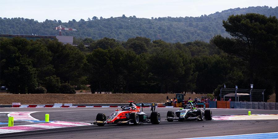 Младший брат Леклера выиграл вторую гонку «Формулы-3» во Франции, Смоляр — 7-й