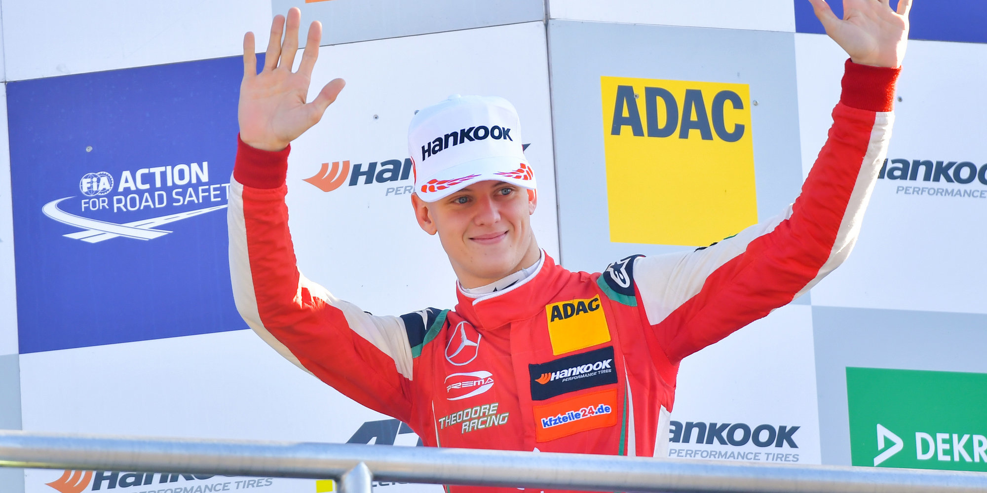 Шумахер стал чемпионом «Формулы-2», Дарувала выиграл последнюю гонку сезона, Шварцман — пятый