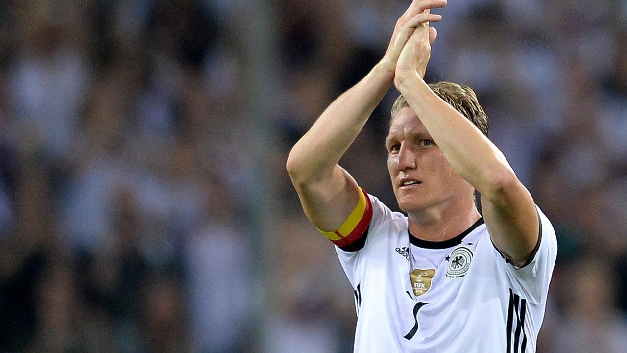 Швайнштайгер раскритиковал решение Лева не вызывать в сборную Германии некоторых игроков