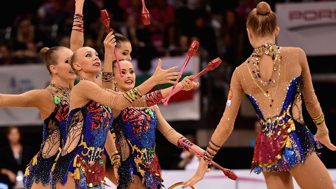 Арина Аверина— чемпионка мира вупражнении смячом, Дина Аверина— 2-ая