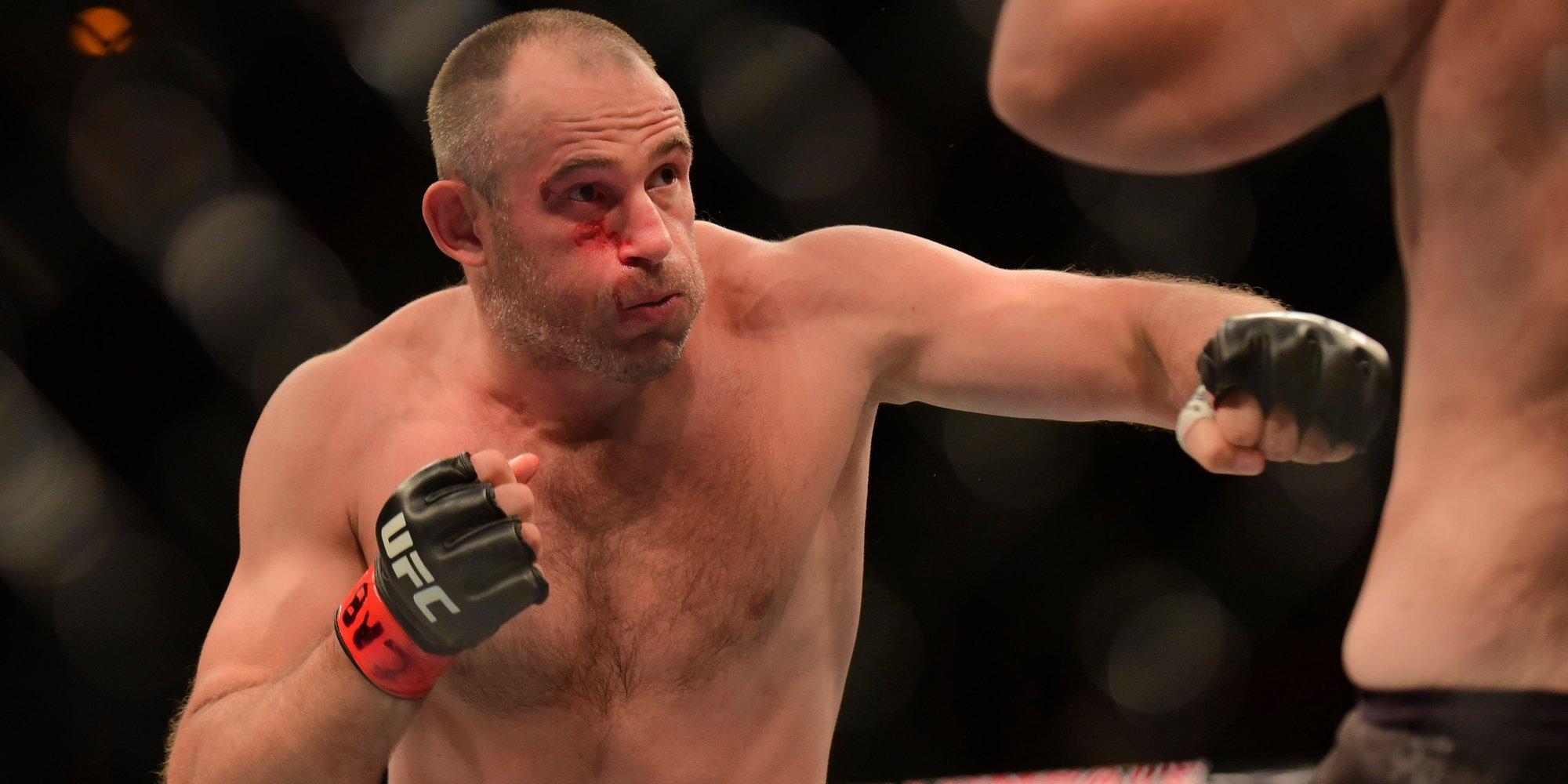 Олейник не исключил проведение операции после поединка на UFC 246