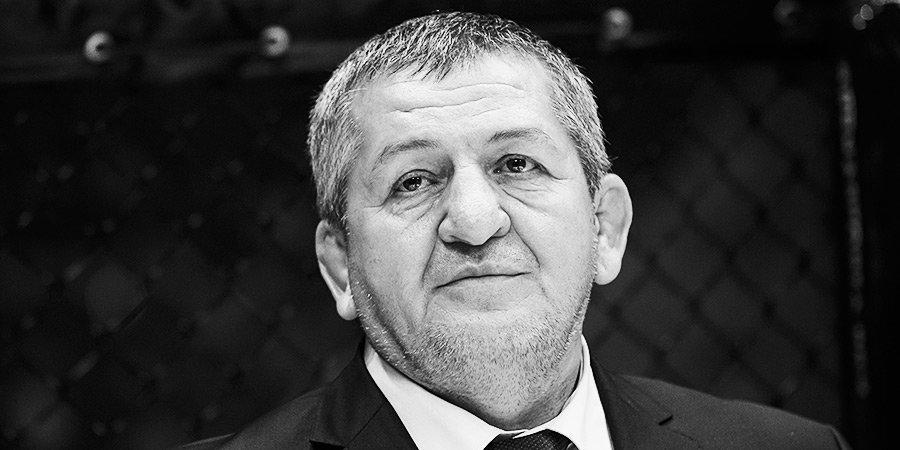 В сети появилось видео с похорон Абдулманапа Нурмагомедова, на них приехал Кадыров