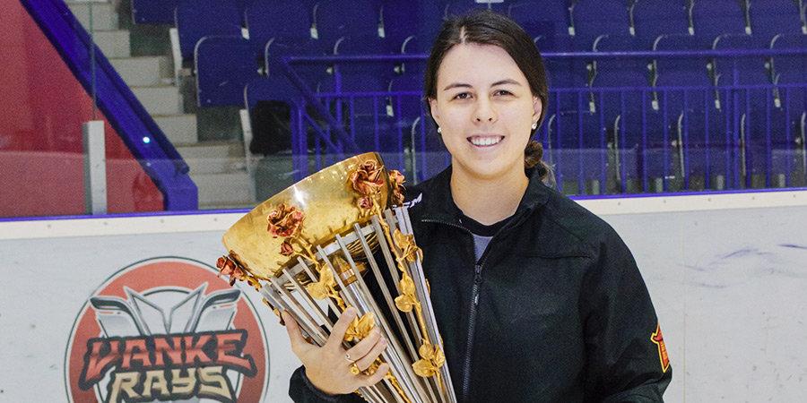 Первая девушка-сервисмен в истории профессионального хоккея сменила «Куньлунь» на «Торонто»