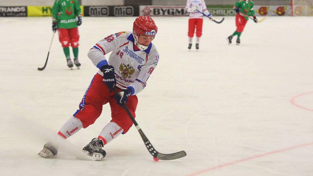 Сборная Российской Федерации похоккею смячом стала чемпионом мира благодаря кузбассовцам