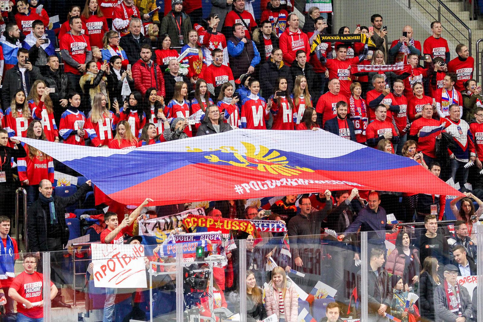 Половина граждан РФ поддерживает запрет профессионального футбола впользу детского спорта