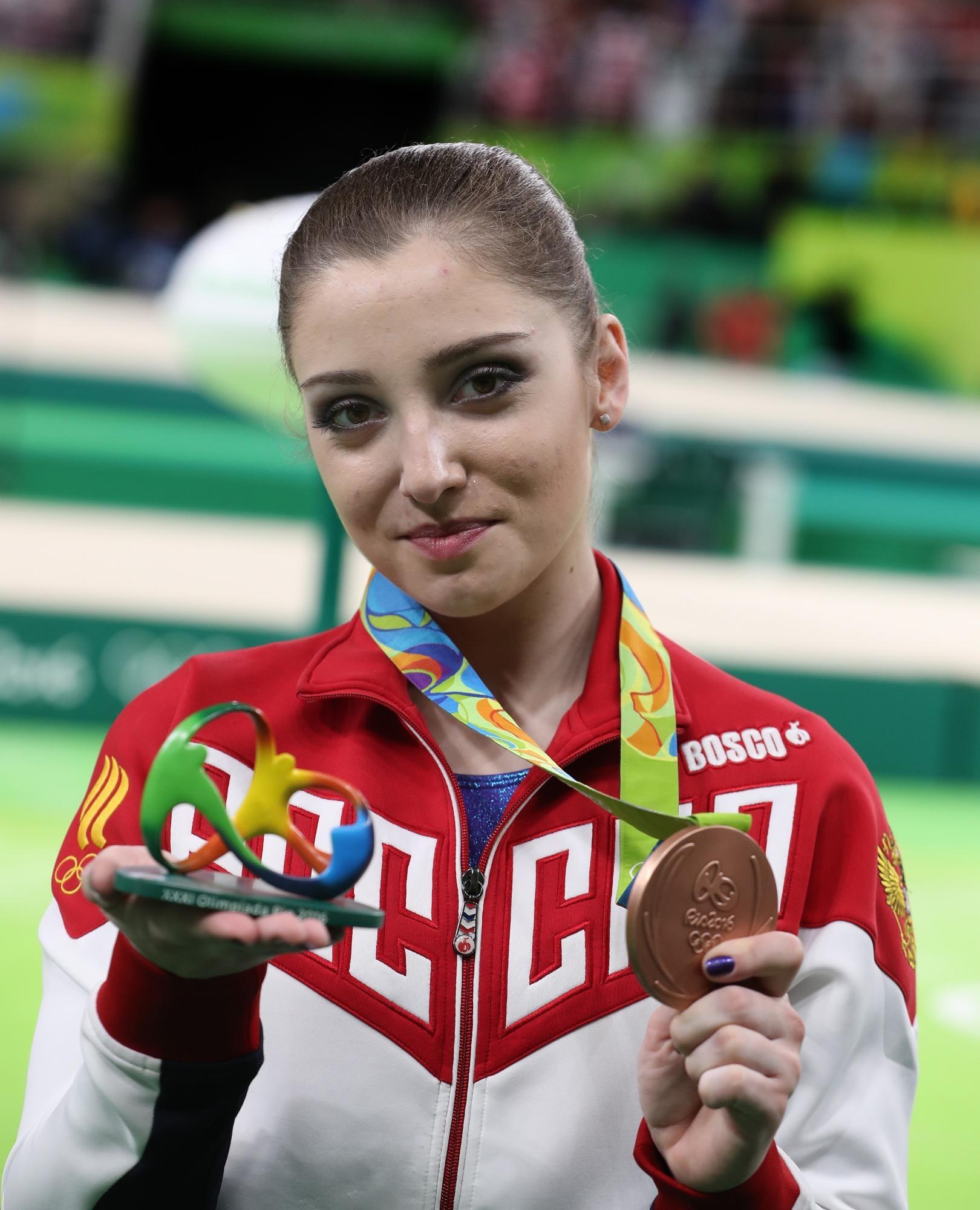 russkie-devushki-sportsmenki-s-olimpiadi