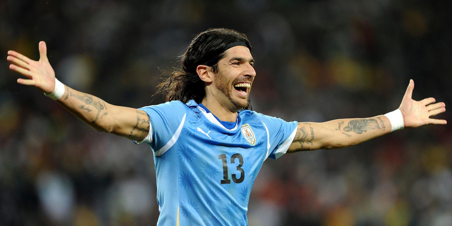 44-летний экс-форвард сборной Уругвая подписал контракт с 31-м клубом за свою карьеру