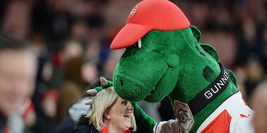 «Возможно, они все-таки видят в нем вымершего динозавра!» «Арсенал» лишил работы человека, который 27 лет исполнял роль Ганнезавра