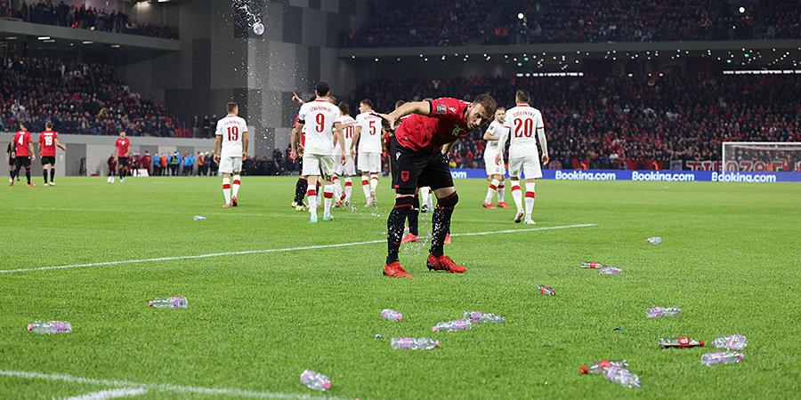 Матч сборных Албании и Польши возобновлен. Поляки уходили с поля из-за действий фанатов