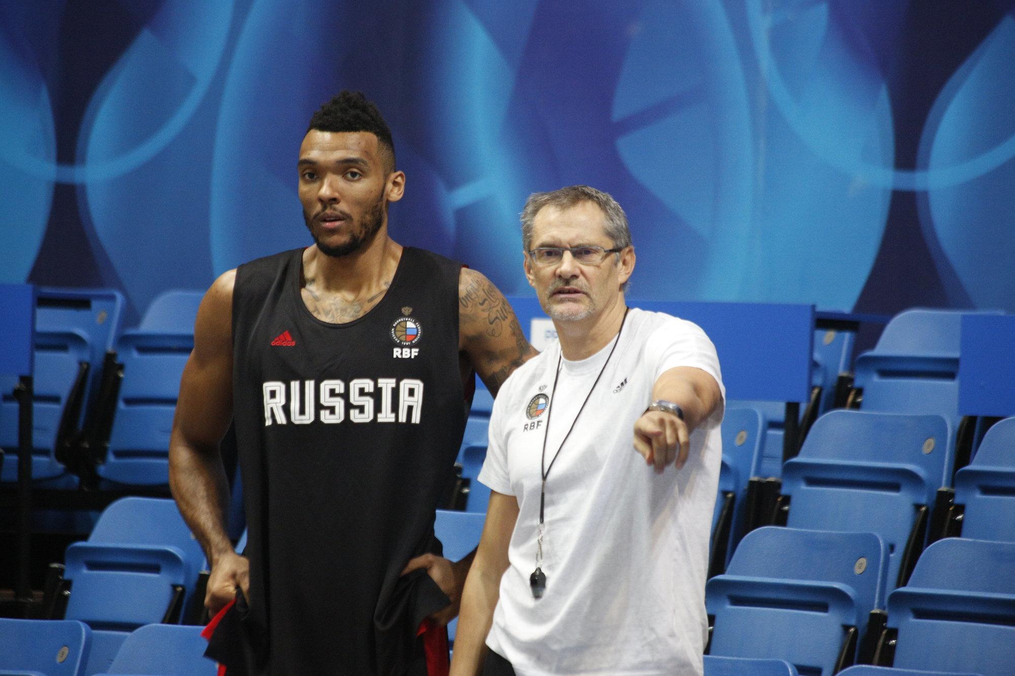 Сергей Базаревич: «Для Шведа даже лучше, что в сборной России есть Боломбой»