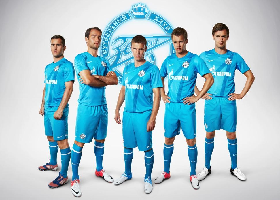 Картинки с футболистами и логотипами клубов