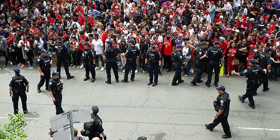 Во время парада «Торонто» произошла стрельба, пострадали два человека