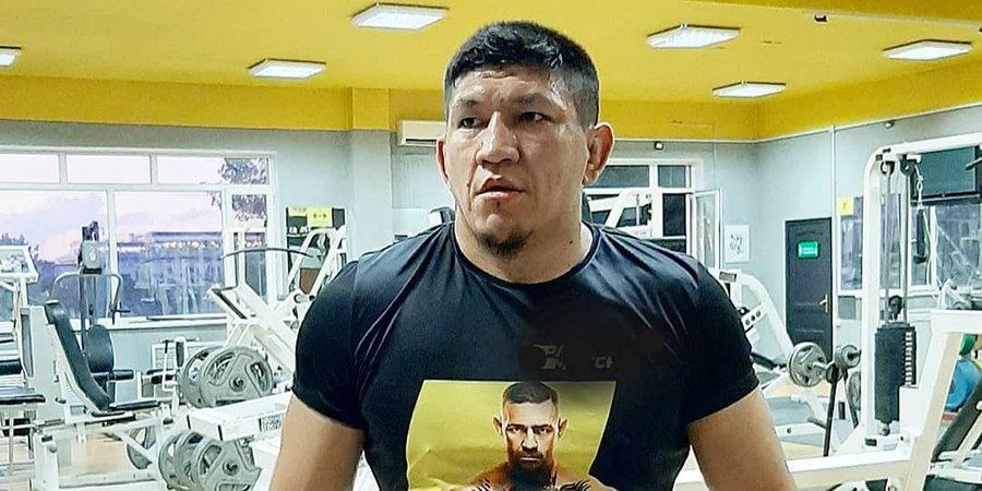 Казахстанский боец ММА доставлен в полицию. Он призывал избивать дезинфекторов и стрелять по вертолетам, «распространяющим» коронавирус