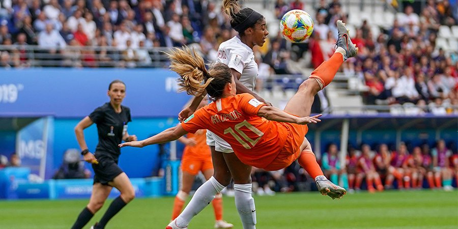 Чемпионат гемании женщины футбол таблица
