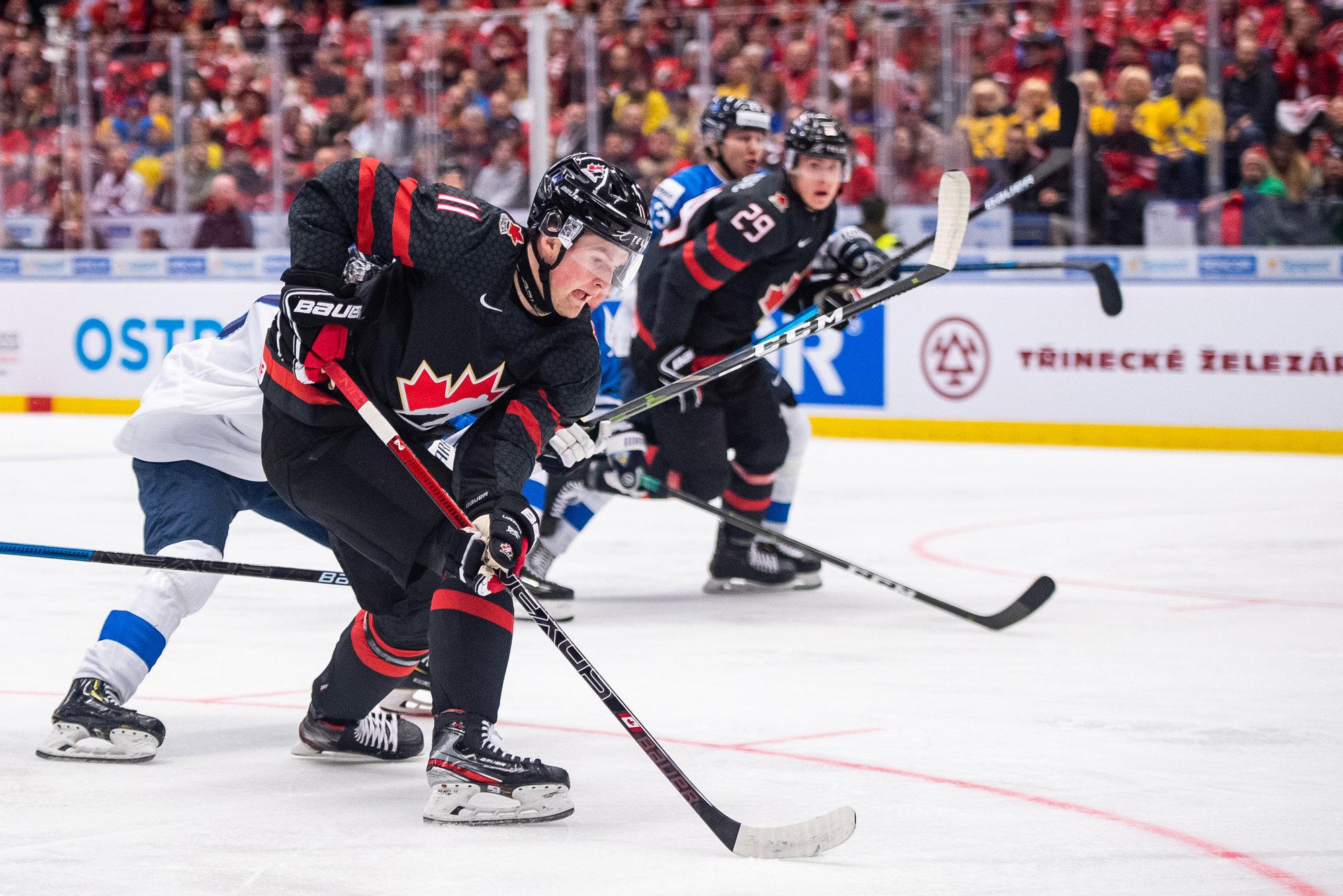 Сборная Канады разгромила чехов и вышла в полуфинал ЮЧМ, 15-летний Бедард набрал пять очков
