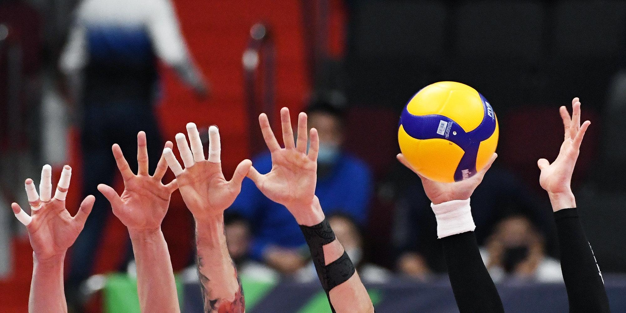 Молодежная сборная России по волейболу на тай-брейке обыграла Бразилию на ЧМ