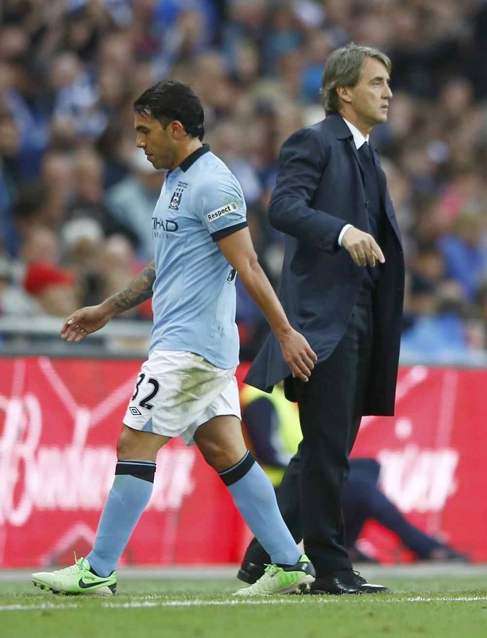 Защитник Кардиффа Бамба ударил своего тренера во время матча