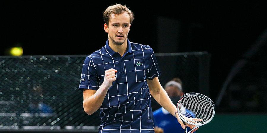 Медведев обыграл Джоковича и вышел в полуфинал Итогового турнира ATP