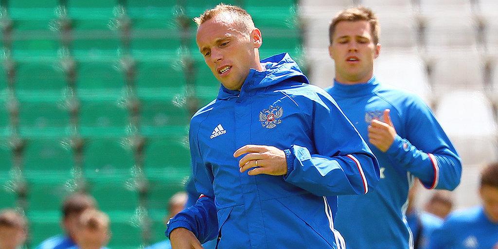 Русские футболисты впервом тайме матча спортугальцами немного беспокоились