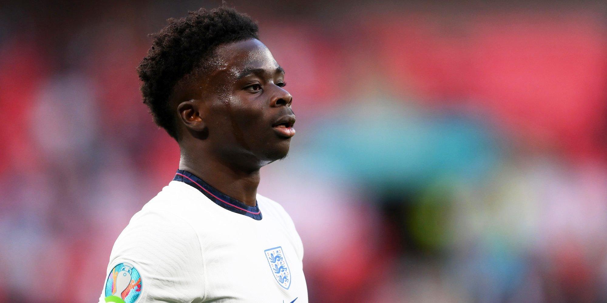 Сака подвергся расистским оскорблениям в соцсетях после незабитого пенальти в финале Евро