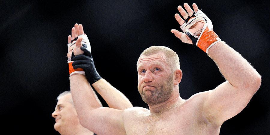 Харитонов победил американца Кука в дебютном поединке на голых кулаках
