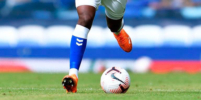 Футболист АПЛ обвиняется в растлении детей. Ранее «Эвертон» отстранил одного из игроков первой команды