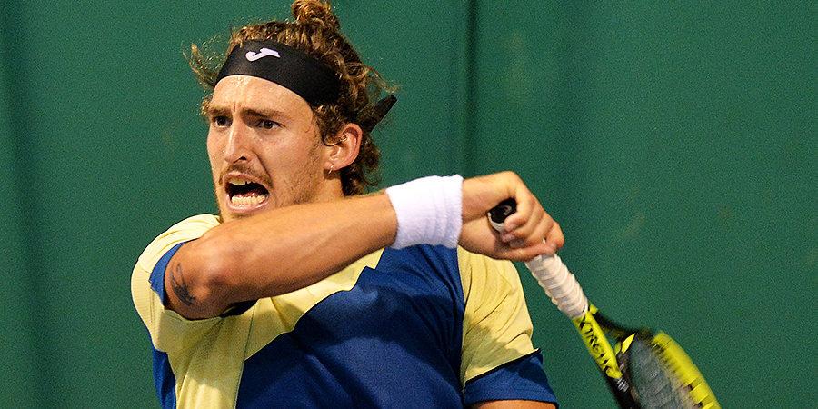 Испанский теннисист в припадке гнева разбил ракетку после проигранного матча