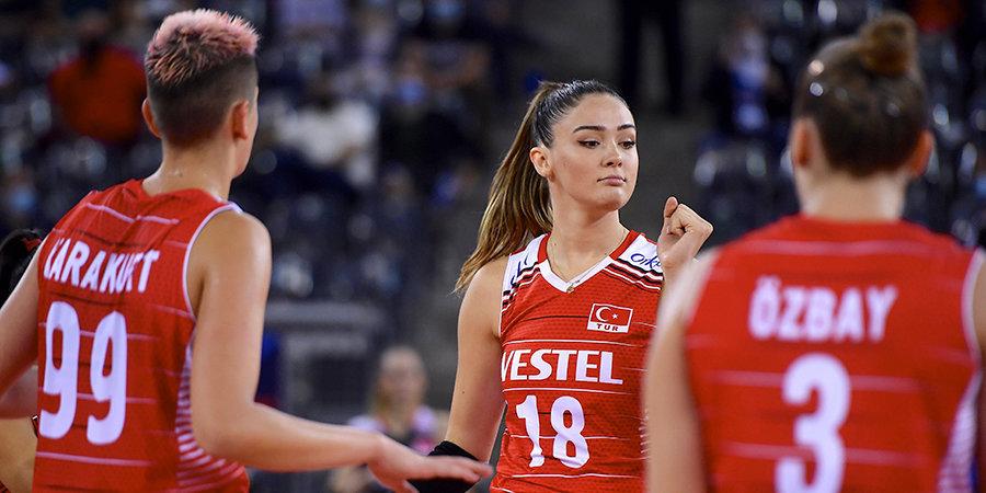 Сборные Турции и Франции вышли в четвертьфинал ЧЕ по волейболу
