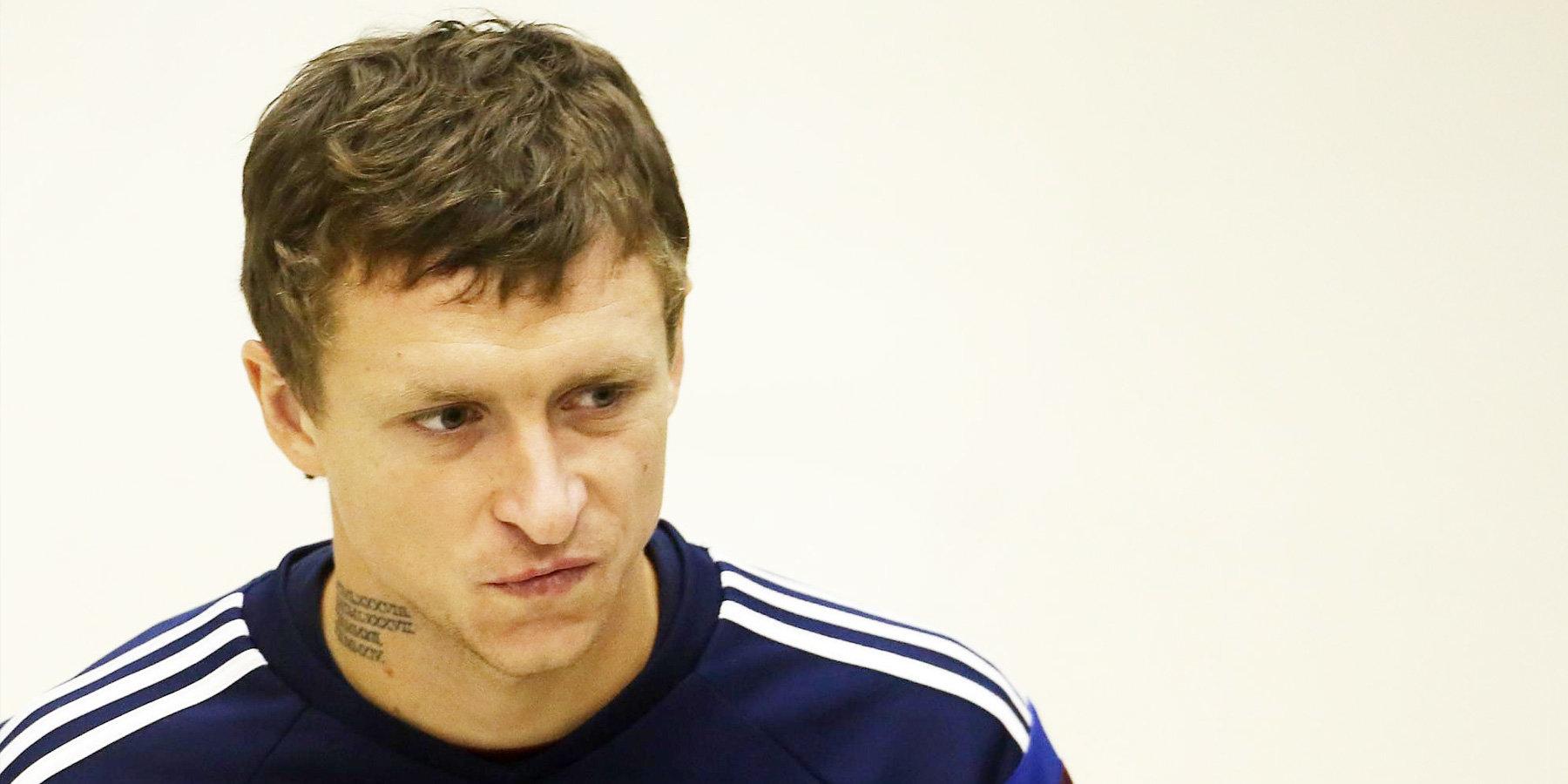 Скандальный футболист сборной РФ грязным поступком спровоцировал драку наматче