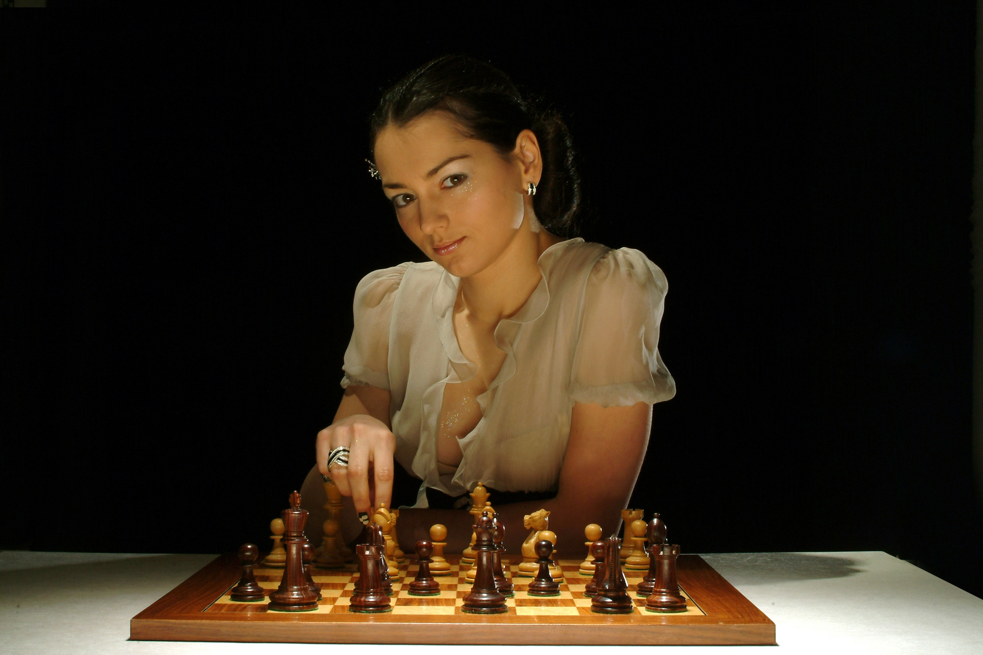 Играть с девушкой шахматы на раздевание