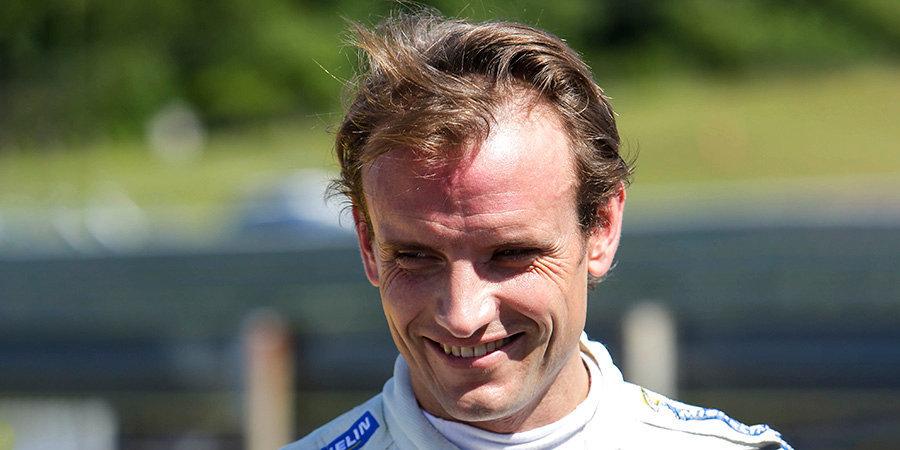 Испанского гонщика сняли с «Дайтоны» на 17-м часу гонки из-за коронавируса, но его команда смогла победить