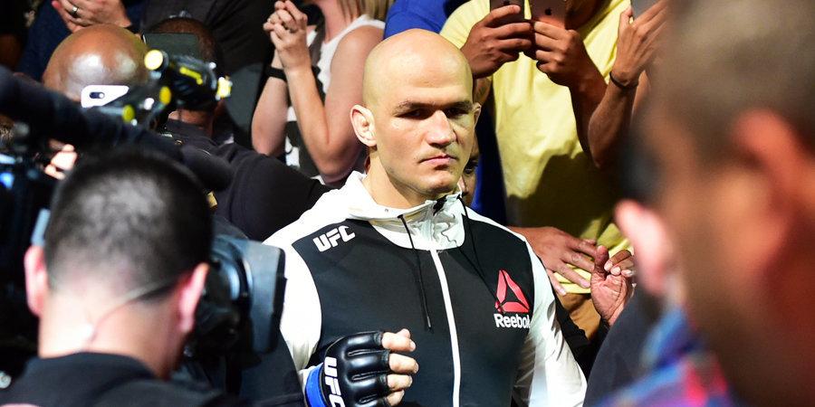 СМИ: UFC расторг контракты с Дос Сантосом и Оверимом
