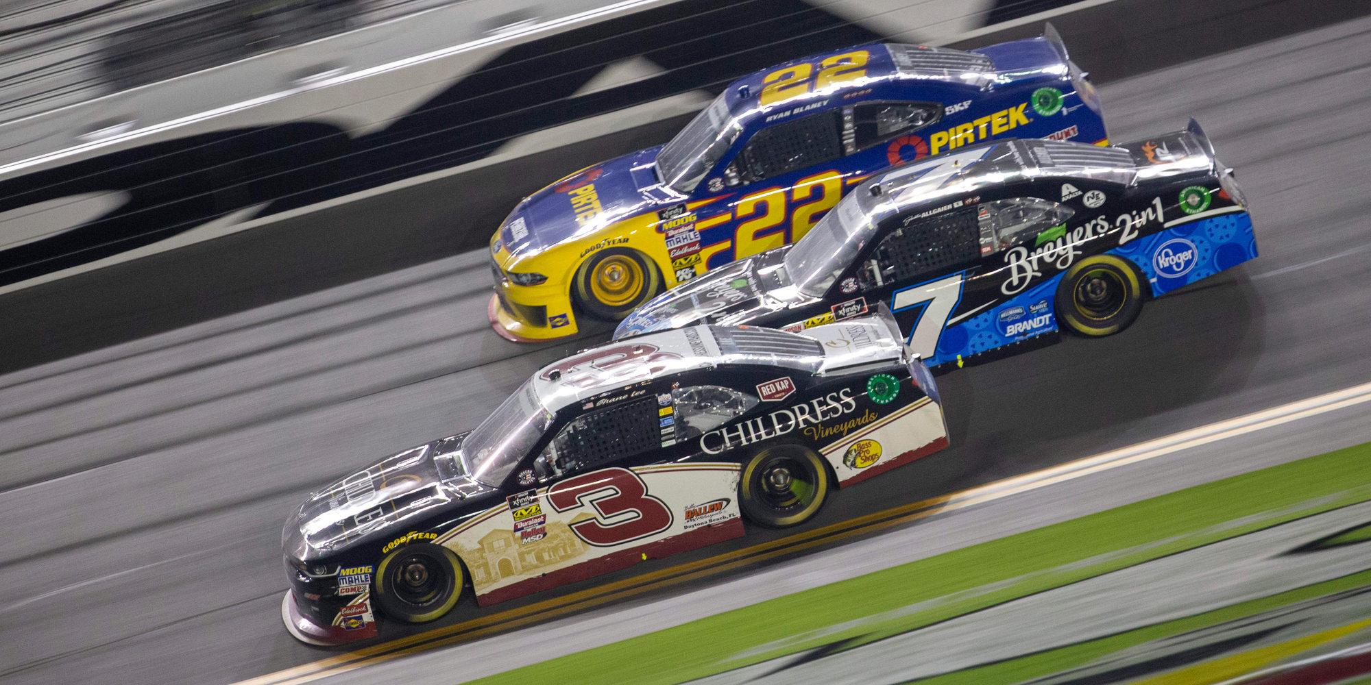 Более 20 машин попали в аварию на гонке NASCAR в США (видео)